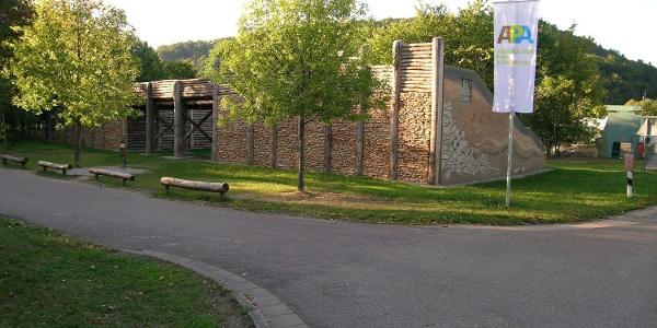Archäologiepark Altmühtal - keltisches Stadttor an der Schleuse in Kelheim