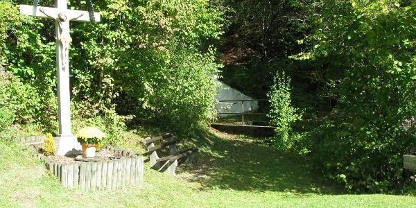 Wegkreuz bei der Lochbrunnenquelle