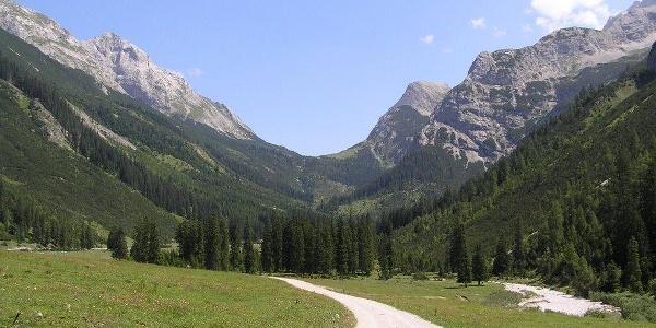Angeralm mit Blick Richtung Karwendelhaus