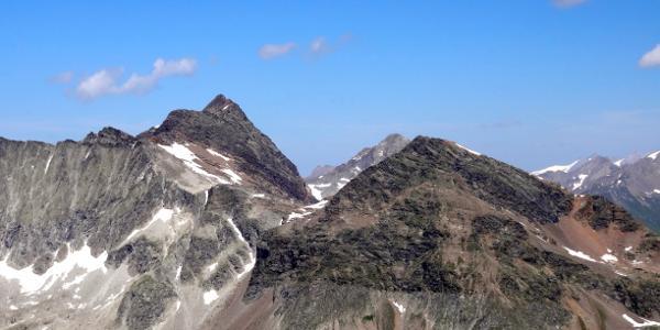 Lenkstein (links, davor Fenneregg) und Rosshorn vom Almerhorn aus.