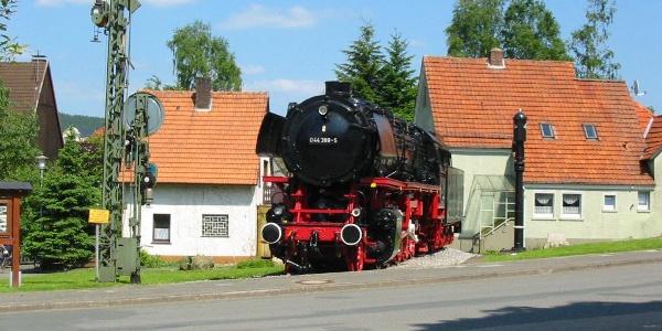 Denkmal-Lokomotive 044