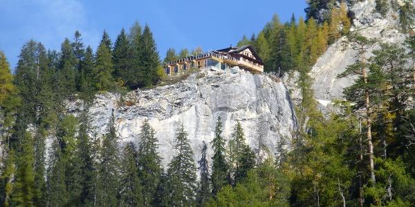 Dort oben haben wir geschlafen! Die Dolomitenhütte (1620 m)