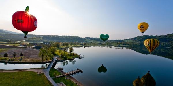 Ballonfahrt über dem Stubenbergsee im Apfelland