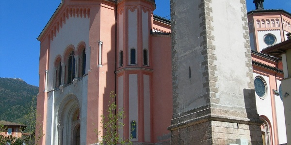 Levico Terme Piazza della Chiesa - Chiesa del Redentore