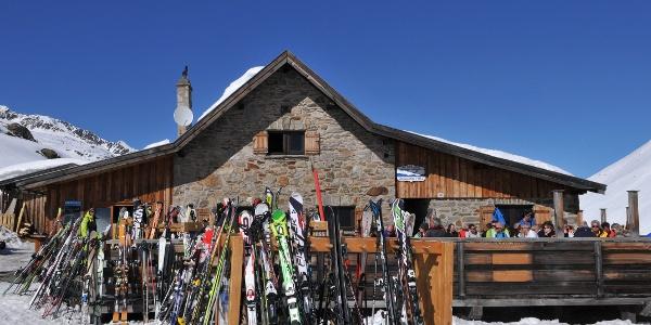 Schönwieshütte, Einkehr beim Zustieg zur Langtalereckhütte