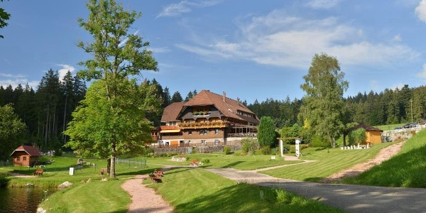 Der Naturpark-Wirt Landhaus Lauble liegt mitten im Grünen