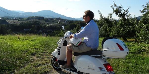 Mit der Vespa über Berg und Tal