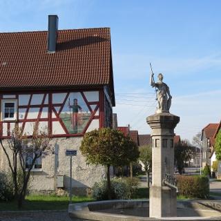 Streufdorf, Markt mit Brunnenmännchen