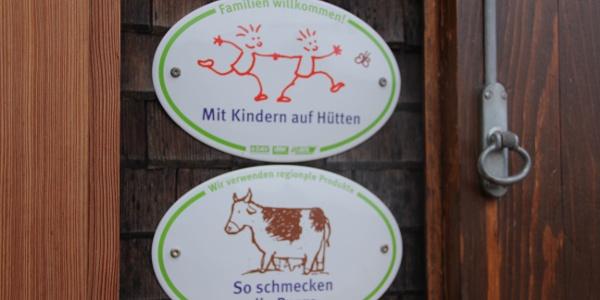 Freiburger Hütte mit den Siegeln des Deutschen Alpenvereins