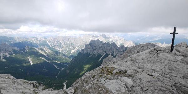 Mit 2478 m Höhe ist der Monte Pramaggiore einer der wenigen Gipfel im Naturpark Dolomiti Friulane, den erfahrene Bergwanderer erreichen können