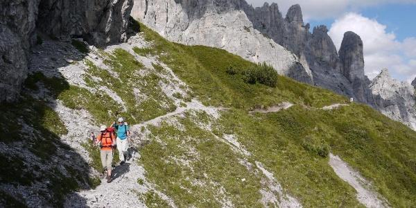 Nach dem sanften Passo di Suola wird das Gelände wieder alpiner