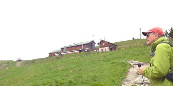 ...Blick auf das Gipfelhaus Brauneck...