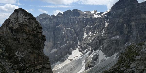 Am Gstreinjöchl öffnet sich eine gewaltige Bergszenerie.