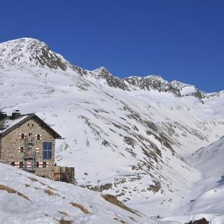 Blick von der Martin-Busch-Hütte auf die Abfahrt vom Schalfkogel