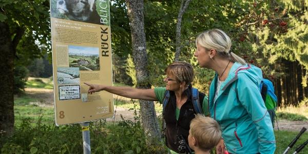 Familienwanderung auf dem Schwarzen Grat Erlebnisweg