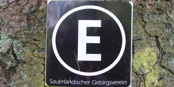Das Wegekennzeichen des Esloher Grenzgängers