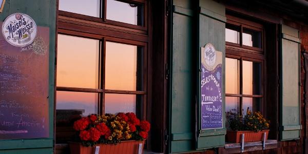 Morgensonne im Spiegel der Fenster