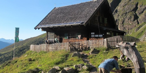 Anton-Renk-Hütte - mit Wasserstelle