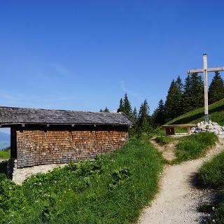 Kreuz, mit Hütte