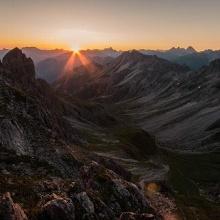 Sonnenaufgang oberhalb der Fiderepasshütte.