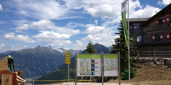 Hiking trail head on Hochwurzen summit