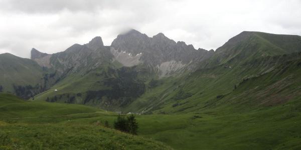Blick auf Analper Stecken, Wildes Gräshorn und Zitterklapfen ( im Nebel )