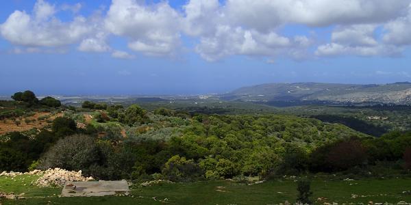 Blick vom Parkplatz zum Mittelmeer und Grenzkamm zum Libanon