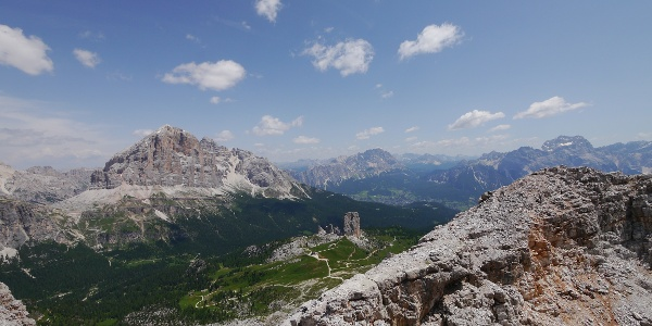 Blick vom Monte Averau, mitunter auf die Cinque Torri
