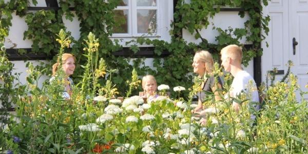 Im Garten des Dorfschulmuseums