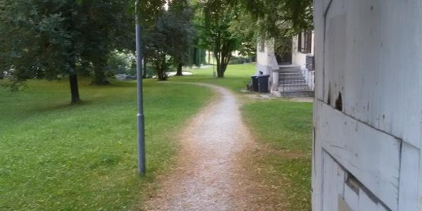 Eingang zum Park der Meindlvilla