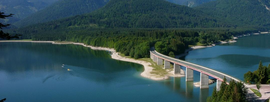 Der Sylvensteinsee im Sommer