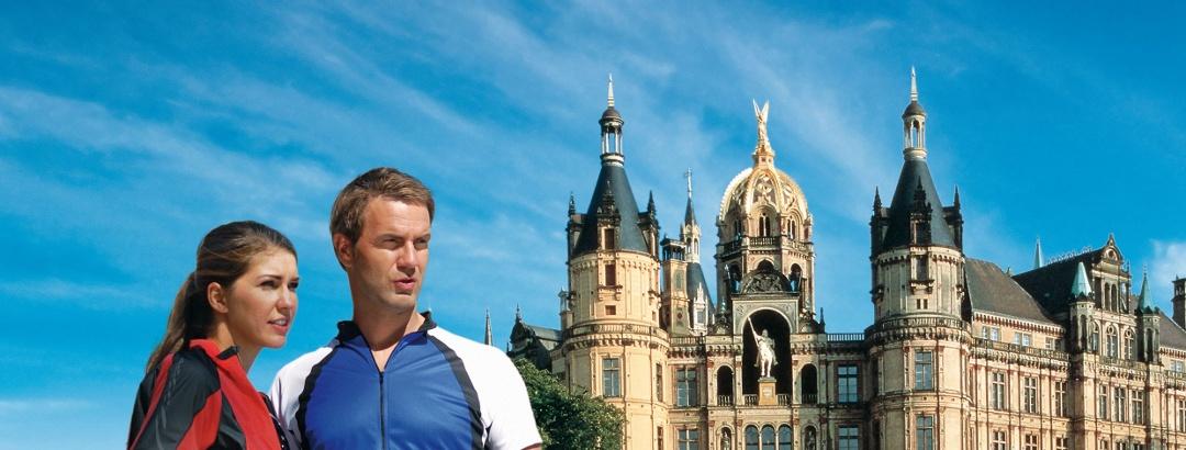 Das Schweriner Schloss, das Wahrzeichen der Landeshauptstadt, im Stadtzentrum von Schwerin