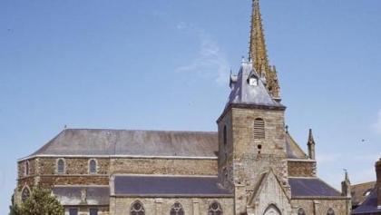 eglise-saint-pierre-et-saint-paul-bazouges-la-perouse