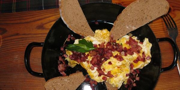 Ein guter Weitwandertag beginnt mit einem guten Frühstück - hier auf der Klagenfurter Hütte