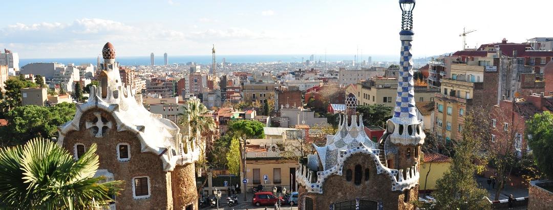 Vue depuis le Parc Güell sur la ville de Barcelone