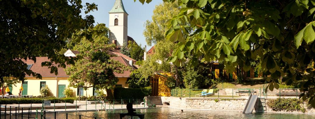 Thermalbad Bad Fischau-Brunn (Copyright: Marktgemeinde Bad Fischau-Brunn_Fotograf Lukas Dostal)