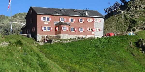 Wormser Hütte im Sommer