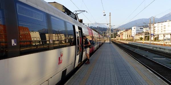 Mit der Bahn geht es von Innsbruck nach Steinach a. Br.