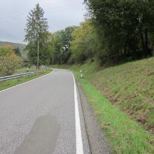 Asphaltabschnitt Teil 1 hinter Repoltskirchen (ca. 20 Fahrzeuge mit teilw. mehr als 80 km/h) während ich dort entlang