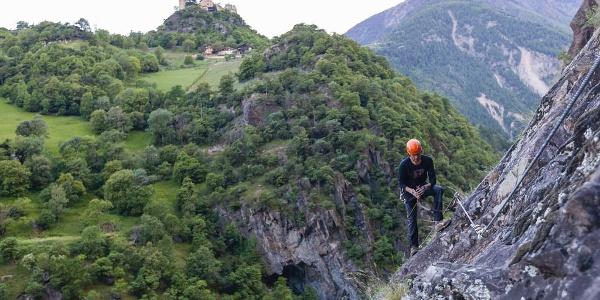 Im ersten, leichteren Teil des Anstieges mit Blick auf Schloss Juval