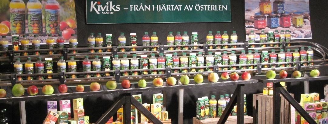 Marktstand mit Saft und Most aus der Kiviks Musteri