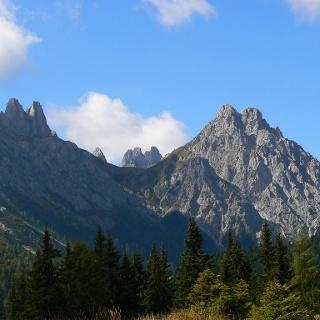 Forcella Franza e l'omonimo monte visti dal Col di Caneva