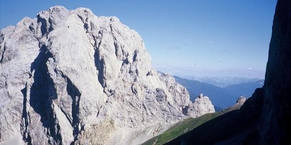 Le levigate pareti della Creta Cacciatori e l'omonimo passo