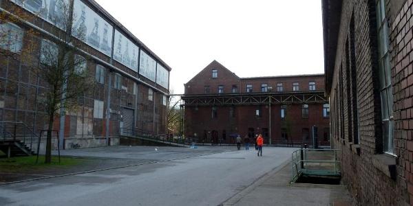 Kraftzentrale, Jugendherberge und Schalthaus Mitte, von links nach rechts