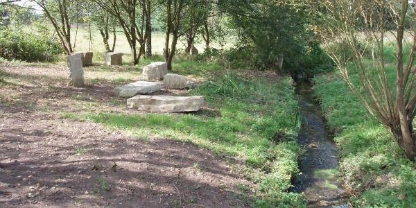 Skulpturen am Fluss: Brücke in Niedermennig