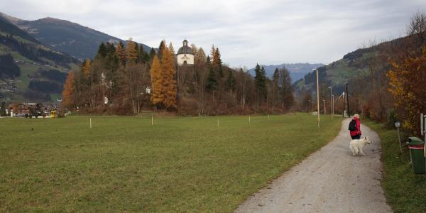Wanderweg vor der Schrofenkapelle