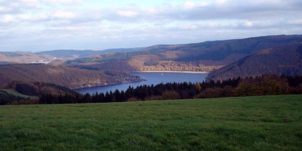 Panoramablick auf Rursee Woffelsbach