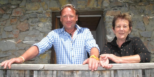Die Hüttenwirtsleute Hermi und Klaus