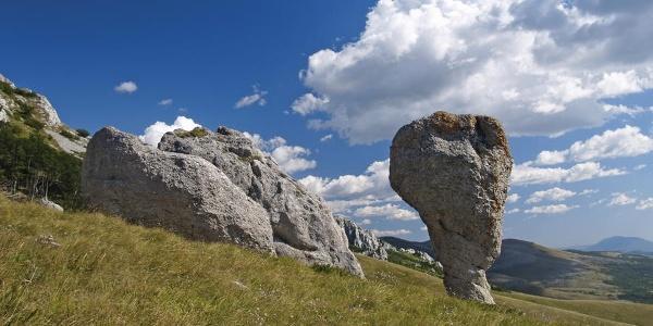 Kameni monolit na Poštaku