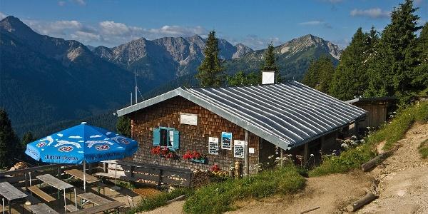Huettenwanderung-Ammergauer-Hoehenweg-2-Etappe-von-4 (1)